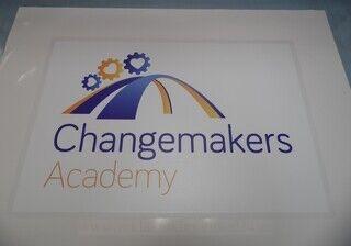 Reklaamkleebis - Changemakers Academy